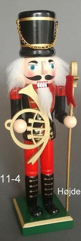 Nutcrackers with horn