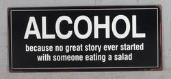Emaljeskilt Alcohol because no great story ever started with someone eating salad